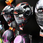 Exposición cascos integrales